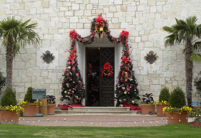 Dallas Arboretum 12 Days of Christmas Mansion.jpg2