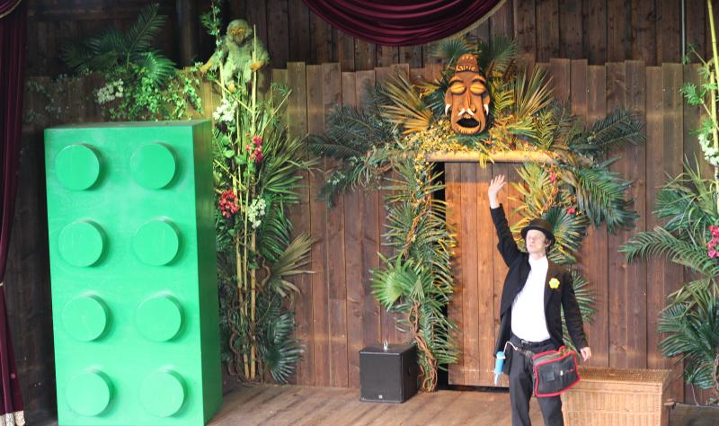 LEGO-Monkey-Theatre