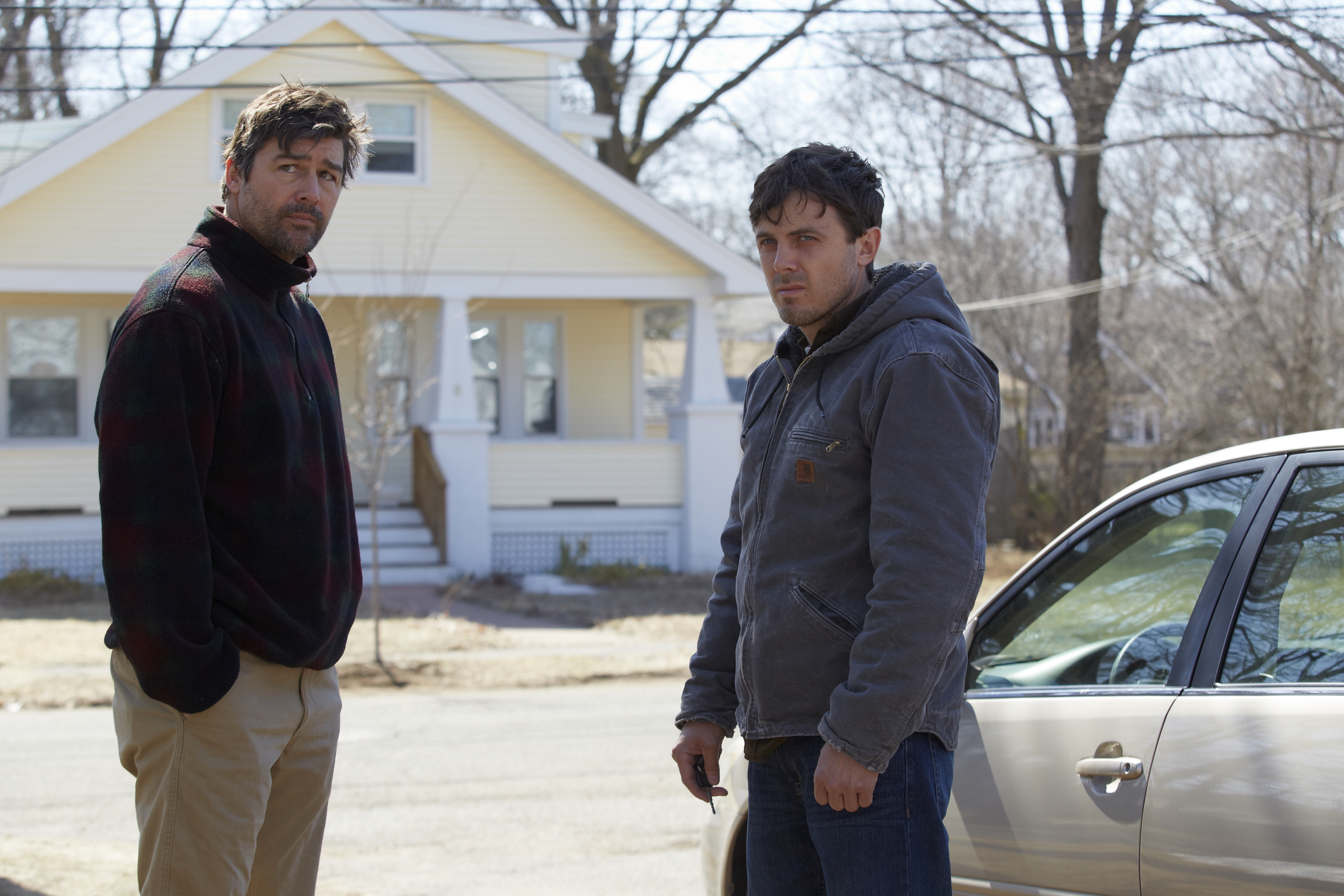 kyle-chandler-casey-affleck-credit_-claire-folger-courtesy-of-amazon-studios-and-roadside-attractions14672433601